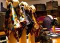 围巾,围巾架,鞋子,西服,包,服装店