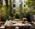 餐桌椅,花瓶插花,景观树,围墙,庭院景观