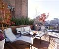 休闲桌椅,木质地板,花钵,种植池,栏杆,庭院景观