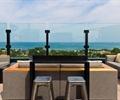 吧台,吧台椅,沙发,玻璃栏杆,屋顶花园,庭院景观