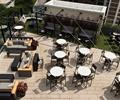 餐桌椅,沙发,茶几,地面铺装,铁艺廊架,种植池,玻璃栏杆,屋顶花园,庭院景观