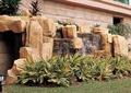 景石,假山,跌水景观,彩色草本植物,草坪,庭院灯