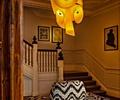 吊灯,沙发,楼梯扶手,墙面造型,挂画,吊顶大样