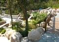 景石石头,自然石,木桥,木栏杆