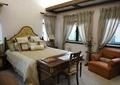 床,桌椅,窗簾,沙發,燈具