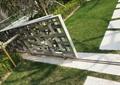 铁艺栏杆,草坪,水管,汀步