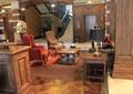 地面铺装,沙发,沙发茶几,柱子,楼梯,楼梯扶手