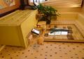 边柜,盆景植物,摆件,背景墙,装饰画,卧室