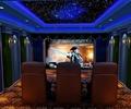 天花吊顶,壁灯,屏幕,形象墙,座椅,地面铺装,电影院