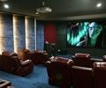 屏幕,形象墙,观看台,座椅,地面铺装,壁灯,投影仪,天花吊顶,电影院