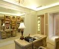 办公桌椅,台灯,背景墙,装饰画,书房