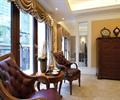 椅子,桌子,花瓶插花,摆件,边柜,窗子,住宅空间