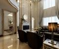 客厅,沙发组合,台灯,电视背景墙,装饰品