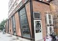 商业建筑,商业外墙,红砖建筑,玻璃窗,空调室外机