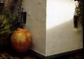 陶罐,白色墙体