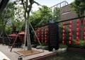 景觀小品,樓空隔斷,水池水景,樹池,紅燈籠,遮陽傘坐凳組合