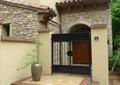 别墅入口,入口台阶,入口大门,铁艺大门,围墙,花钵