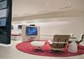 休息区,洽谈桌椅,地毯,电视,广告灯箱