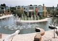 喷泉水池,景观水池,桌椅组合,遮阳伞