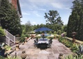 别墅景观,庭院景观,户外桌椅组合,遮阳伞,雕塑小品,花钵